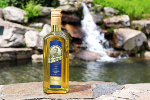 Priessnitzův likér zlatý